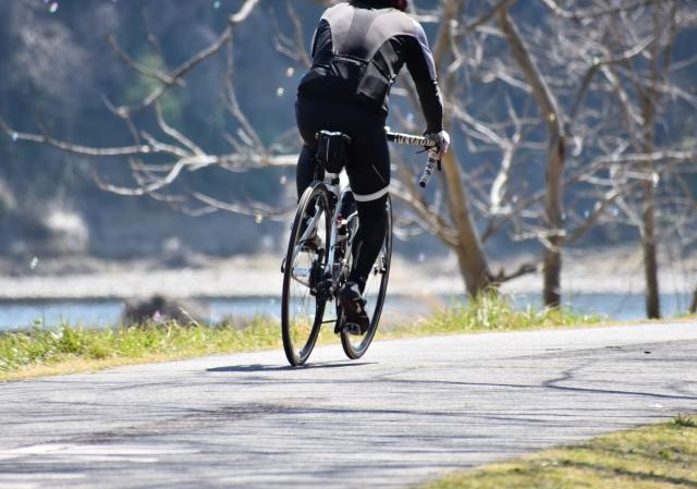 走行中の自転車